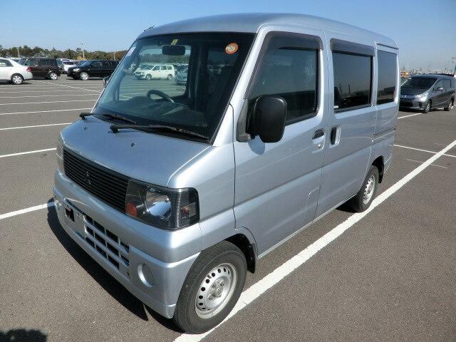 NISSAN Clipper Van.