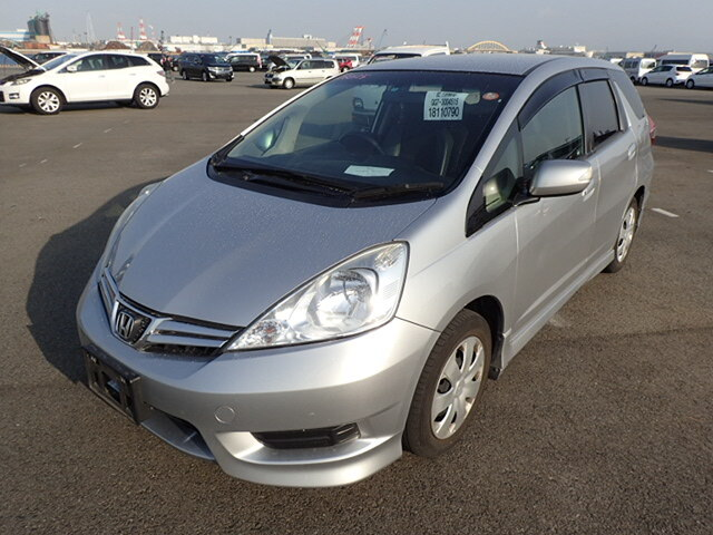HONDA Fit Shuttle.