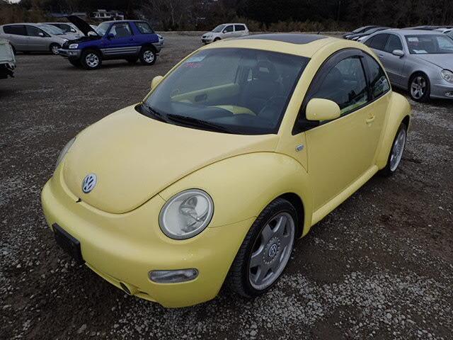 VOLKSWAGEN New Beetle.