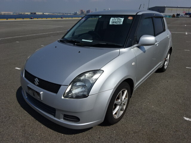 SUZUKI / Swift (DBA-ZC11S)
