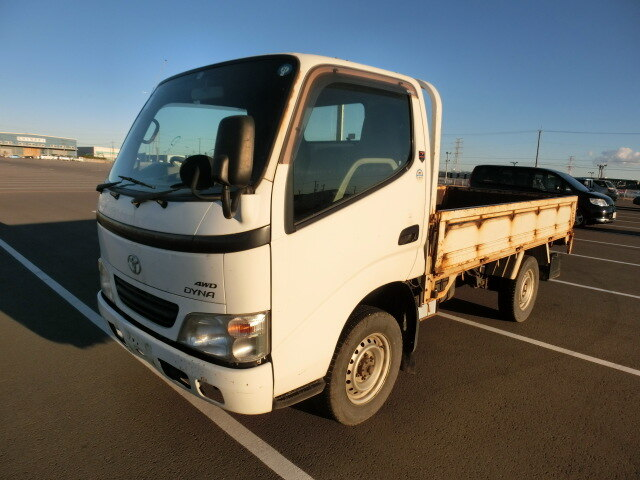 TOYOTA Dyna Truck.