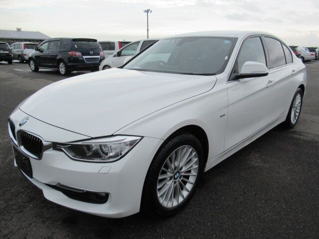 BMW / 3 Series (LDA-3D20)