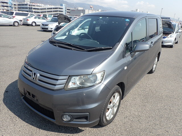 HONDA Freed Spike.