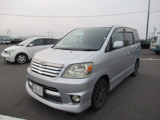 TOYOTA / Noah (TA-AZR60G)