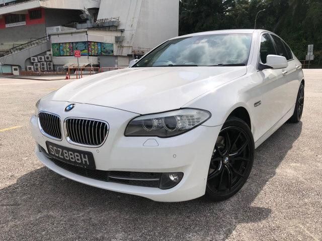 BMW / 5 Series (523i)